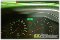 BMW E30 M3 ハザードは点滅するけど、ウインカーは片側点灯せず。