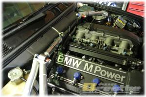 BMW E30 M3 FUELラインのリフレッシュ